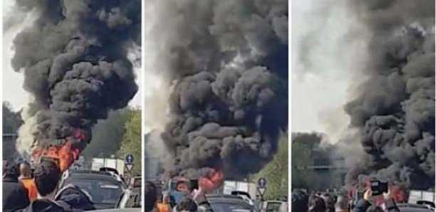 un sénégalais met le feu sur un bus