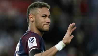 neymar en colère contre l'arbitre