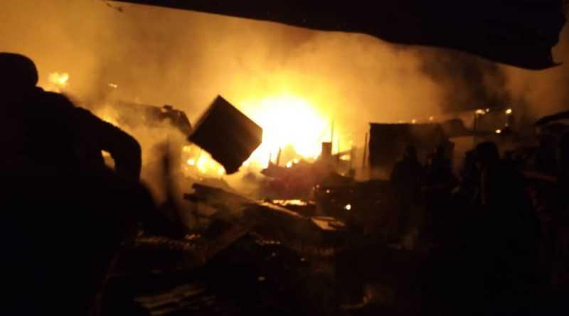 marché central de tamba en feu