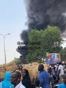 feu 225x300 Mali: La station d'EDM Sebinikoro en feu (photo)