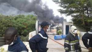 mbao 300x169 Urgent: Incendie à la Zone Franche Industrielle de Mbao (photos)