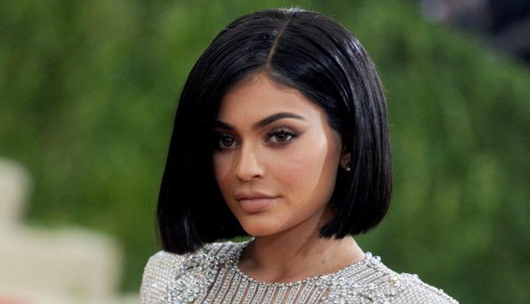 Kylie Jenner plus jeune milliardaire au monde: Sa mère prend sa défense