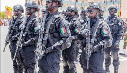 """Limousine brûlée de Macky Sall: les failles """"intolérables"""" dans la sécurité présidentielle"""