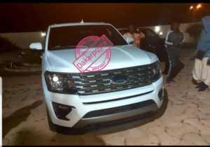 voiture 300x210 Médinatoul Salam: Idrissa Samb offre une luxueuse voiture à Sokhna Aïda Diallo (photo)